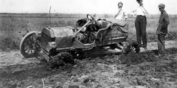 Fort T stuck in mud in 1905